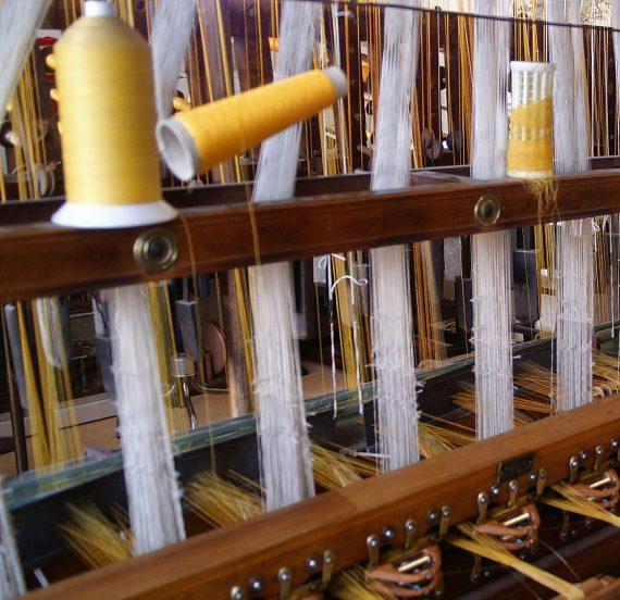 Fabricación textiles con telar